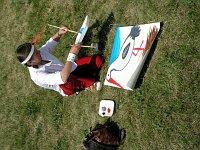 Uczniowie chętnie uczestniczyli w plenerze malarskim prowadzonym przez młodych plastyków z Wrocławia.